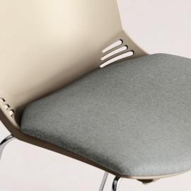 Las F02 műanyag vendégszék, 4-lábú, párnázott üléssel